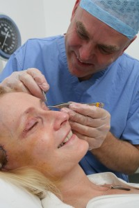 Aurora Clinics: Photo showing Aurora patient with surgeon Mr Richards